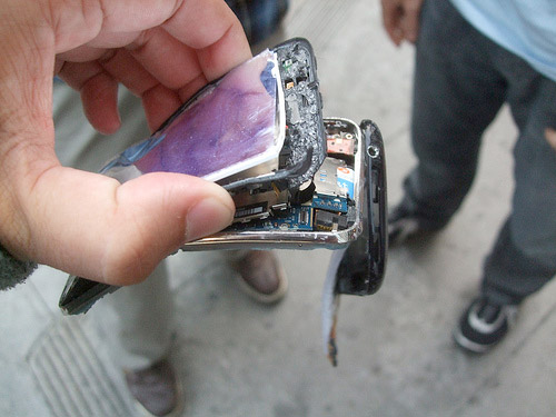 Broken iPhone 3G Gallery