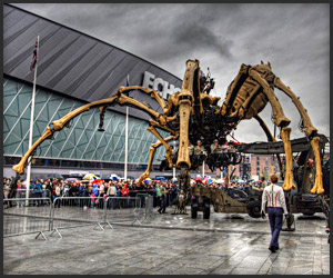 Video: Giant Robot Spider