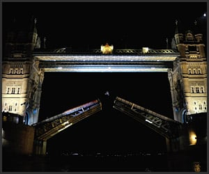 Video: Tower Bridge Backflip