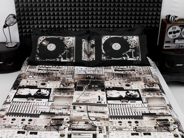Turntable Bedding