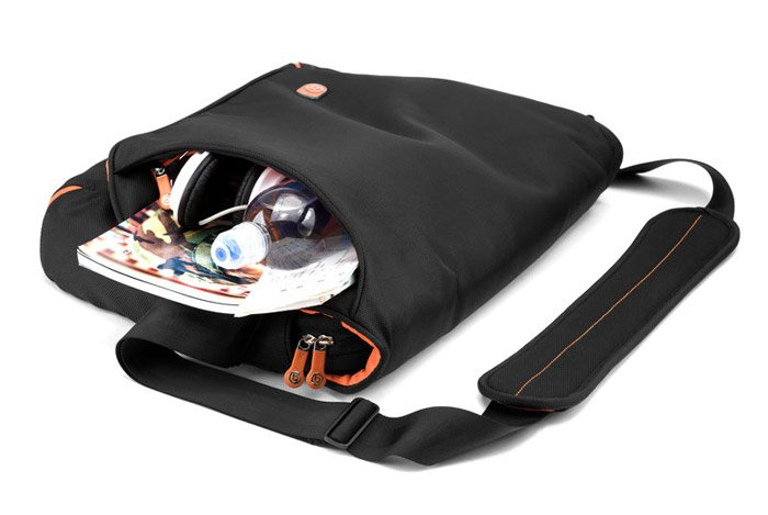 Booq Taipan Shadow Bag