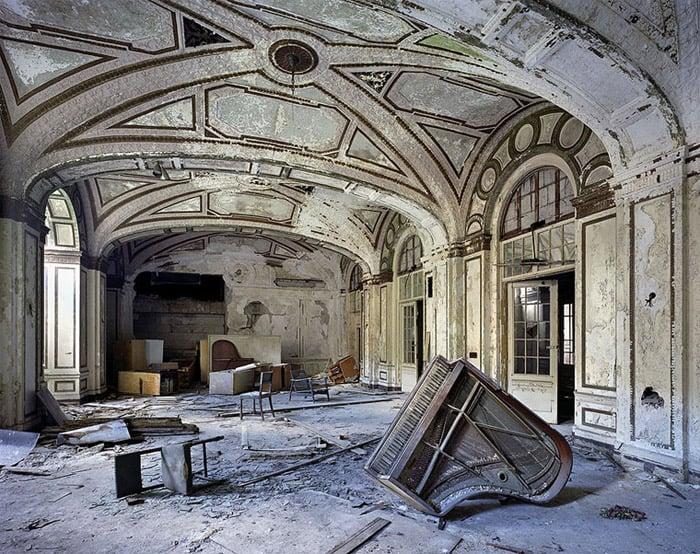 Photos: Abandoned Detroit - The Awesomer