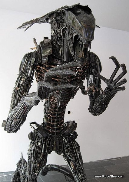 8 ft. Alien Queen Sculpture