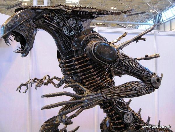 8 ft. Alien Queen Sculpture