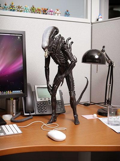 Alien 18″ Figure