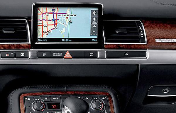 2010 Audi A8: Dashboard