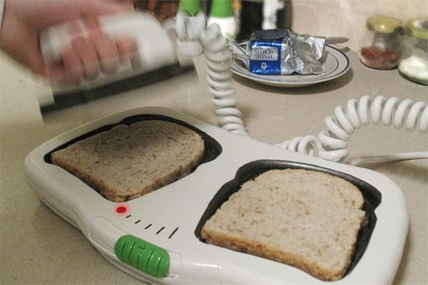Toast/E/R Defibrillator Toaster