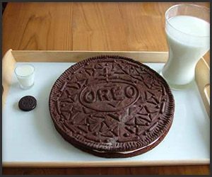 Plate-Sized Oreo