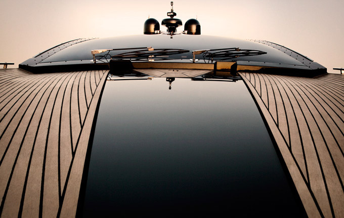 Hedonist Yacht