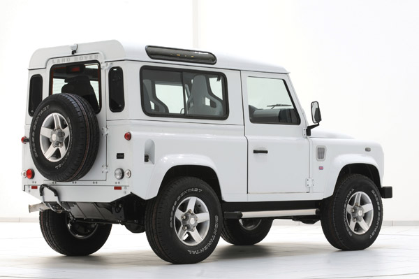 LR Defender Yachting Edition