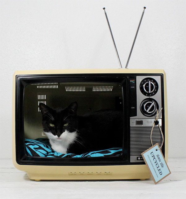 Retro TV Cat Bed