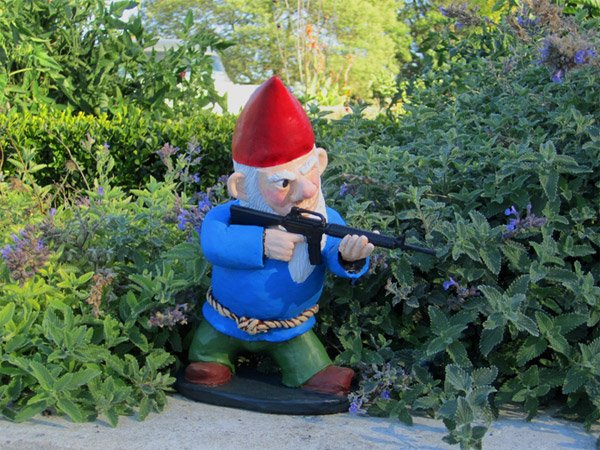 combat garden gnomes the awesomer