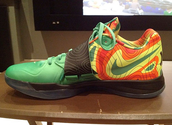 Nike zoom kd iv weatherman the awesomer for Kevin durant weatherman shirt