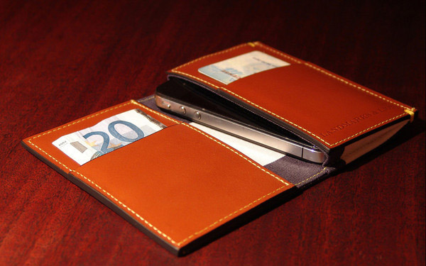 Madison iPhone Wallet