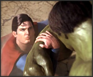 Superman vs. Hulk Fan Battle