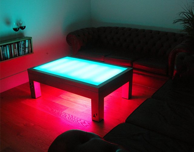 Illuminating coffee table the awesomer for Table basse aquarium