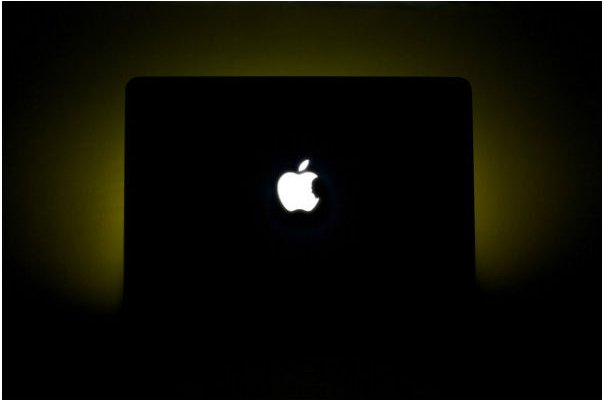 Steve Jobs Tribute MacBook