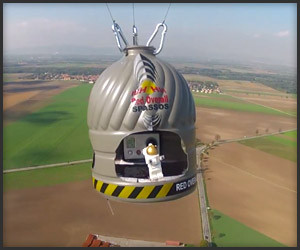 Red Bull Stratos: 1:350 Scale
