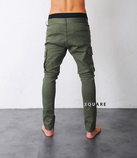 At Top Streetwear, we offer an impressive variety of drop crotch joggers and baggy sweatpants for men and women, with an array of designs and brands to choose from. Characterised by their low crotch, loose fitting and tapered leg, these casual trousers combine comfort and style and are guaranteed to add a cool edge to your look.