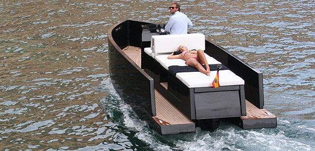 DeAntonio D23 Mini-Yacht