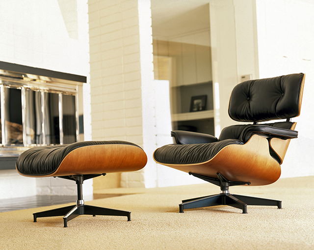Eames lounge chair and ottoman the awesomer for Chaise design eams