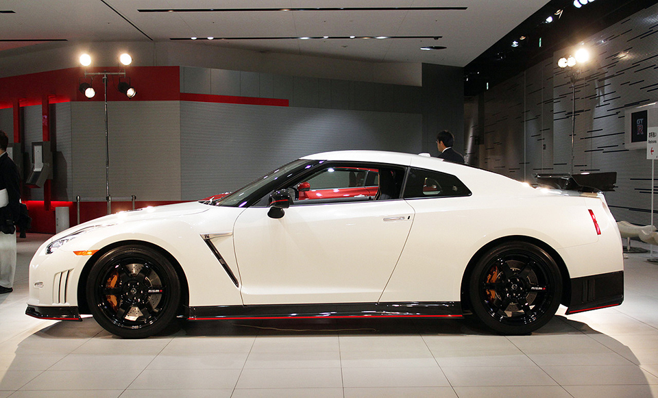 2015 nissan gt r nismo the awesomer. Black Bedroom Furniture Sets. Home Design Ideas