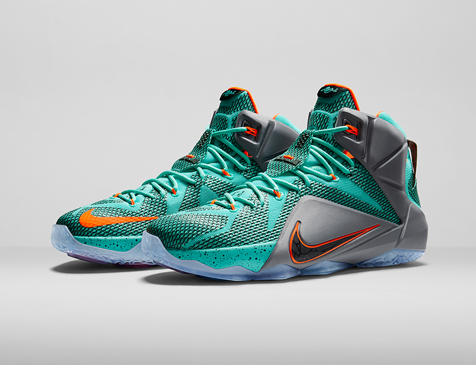The LeBron 12 features five hexagonal Zoom Air bags in the outsole and