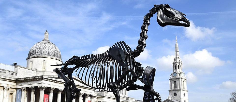 Hans Haacke: Gift Horse