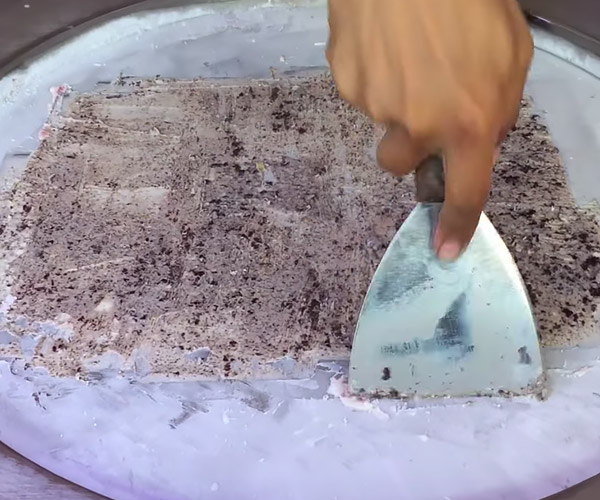 Making Thai Style Ice Cream