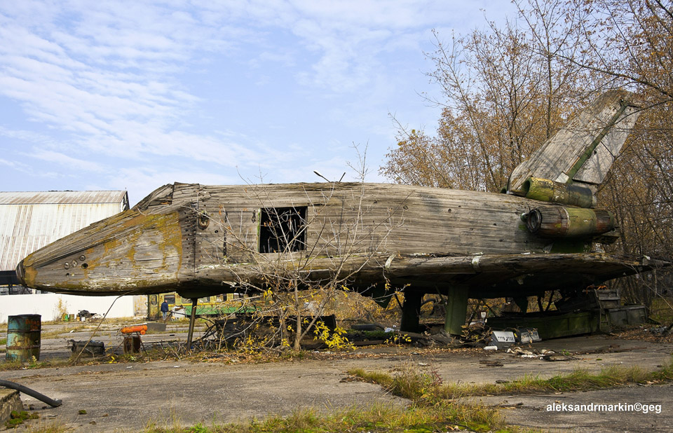 Abandoned Space Shuttle - The Awesomer