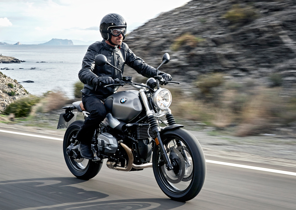Bmw gives its cafe racer a more casual design the r ninet scrambler