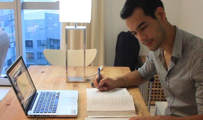 Qube Smart LED Bulb