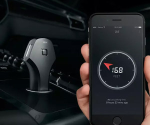 Deal: Zus Smart Car Charger & Locator
