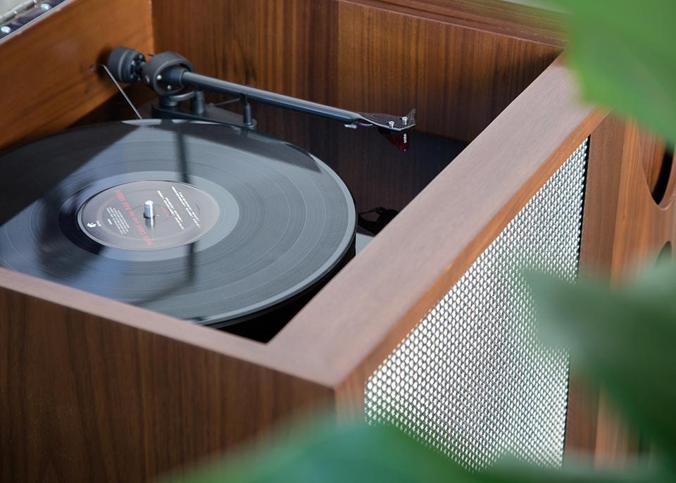 Luno EGB2 Record Console & Bar