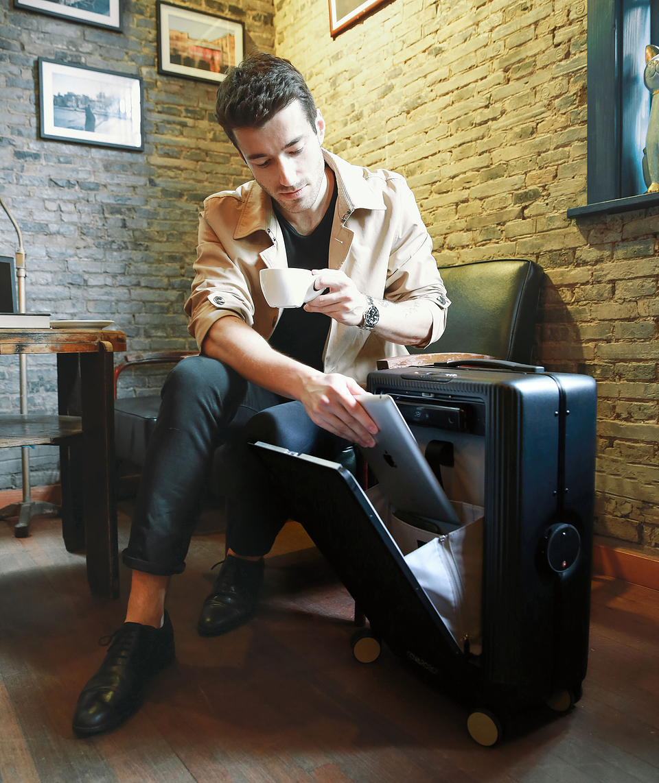 Cowarobot R1 Robotic Suitcase