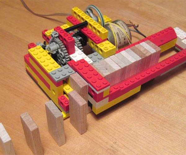 LEGO Domino Machine