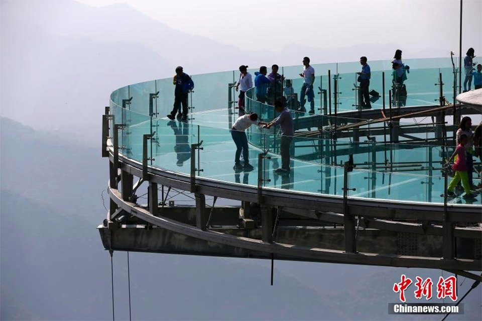 World's Largest Glass Platform
