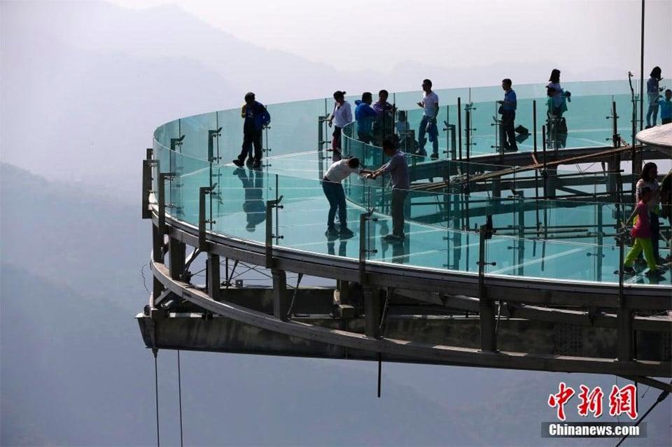 World's Largest Glass Platform