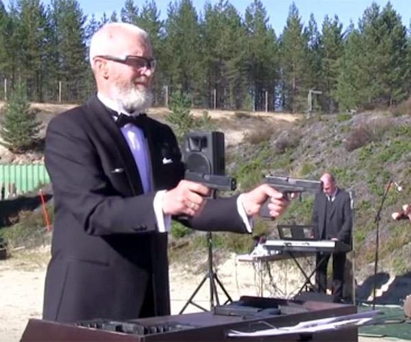 Playing the Metallophon