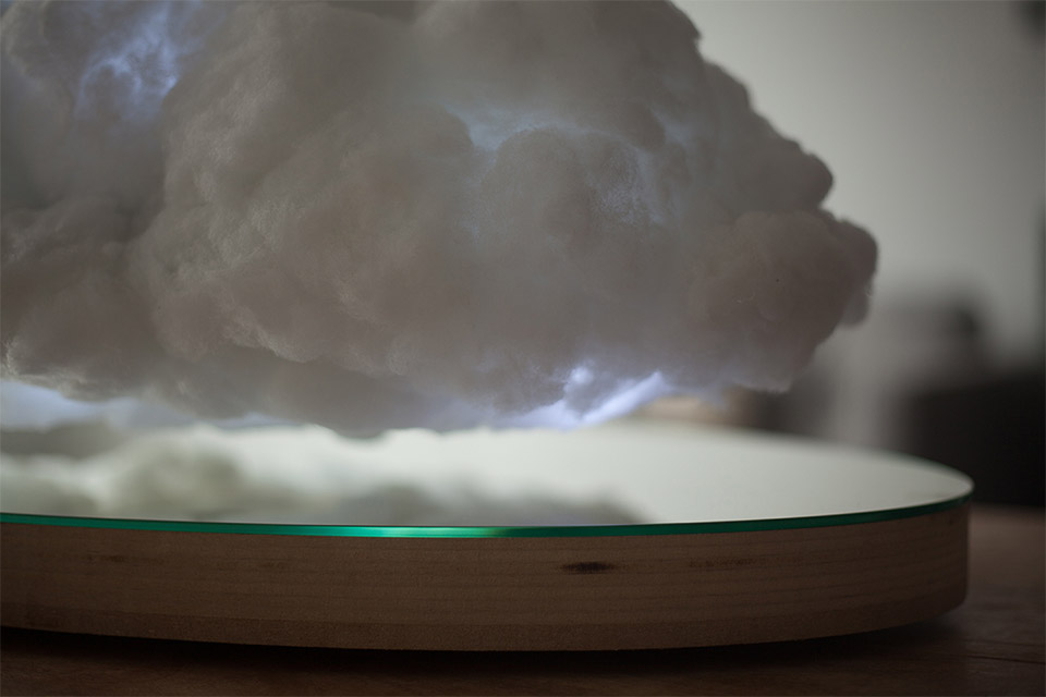 Levitating Cloud Speaker