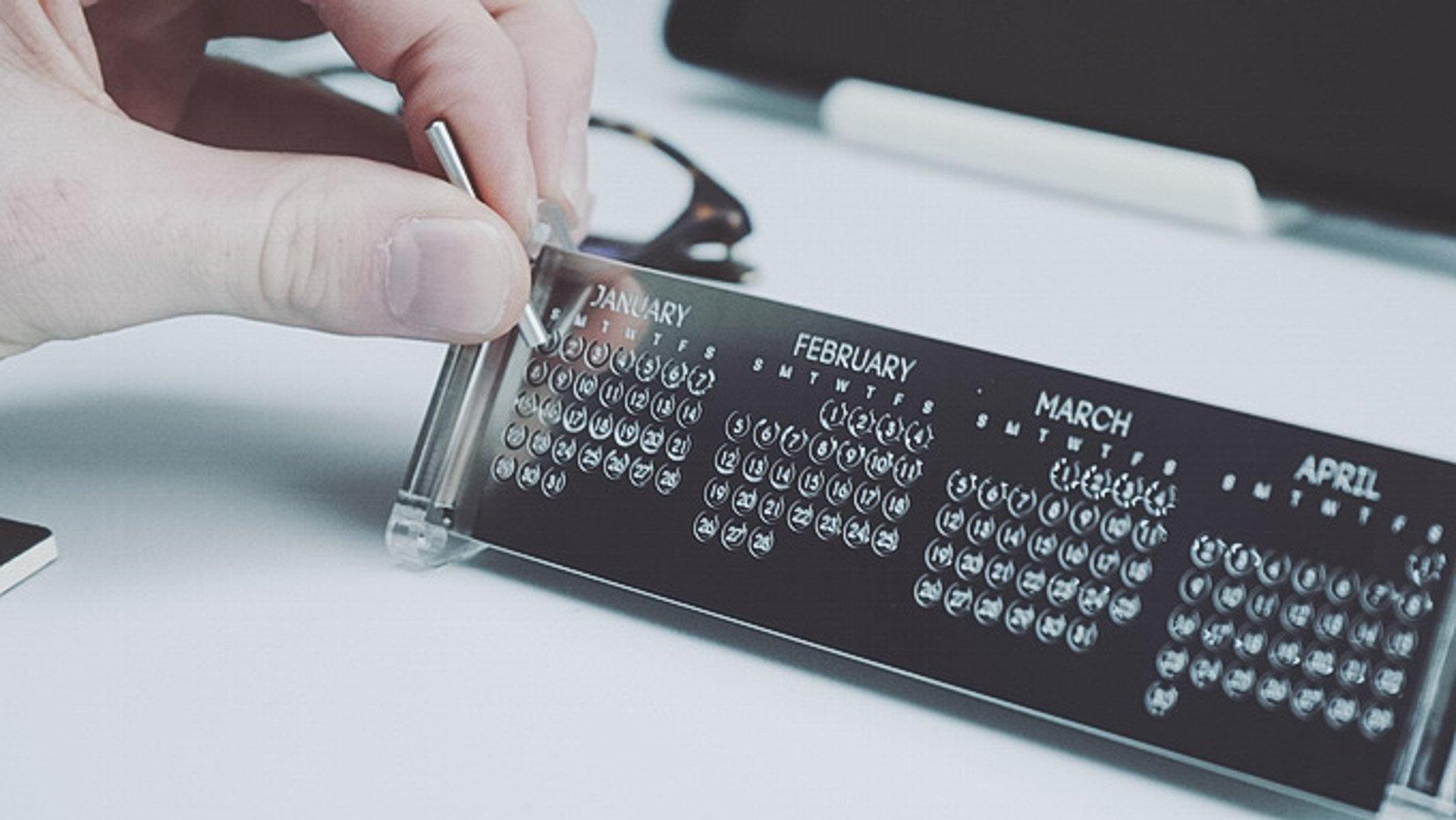 Poligon Metal Calendars
