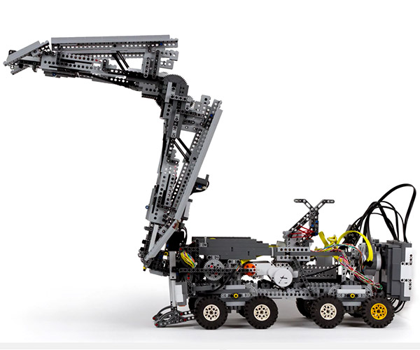 Bridge-building LEGO Robot