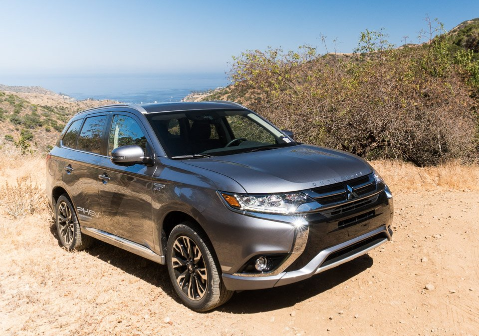 us bound 2018 mitsubishi outlander phev brings plug in hybrid power to a compact suv. Black Bedroom Furniture Sets. Home Design Ideas