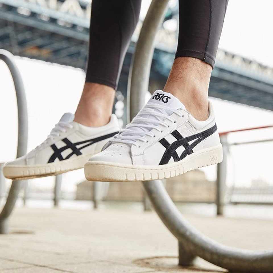 online retailer 4ef8c 2ca9b Asics Brought Back Its Classic Basketball Shoes as Cushy ...