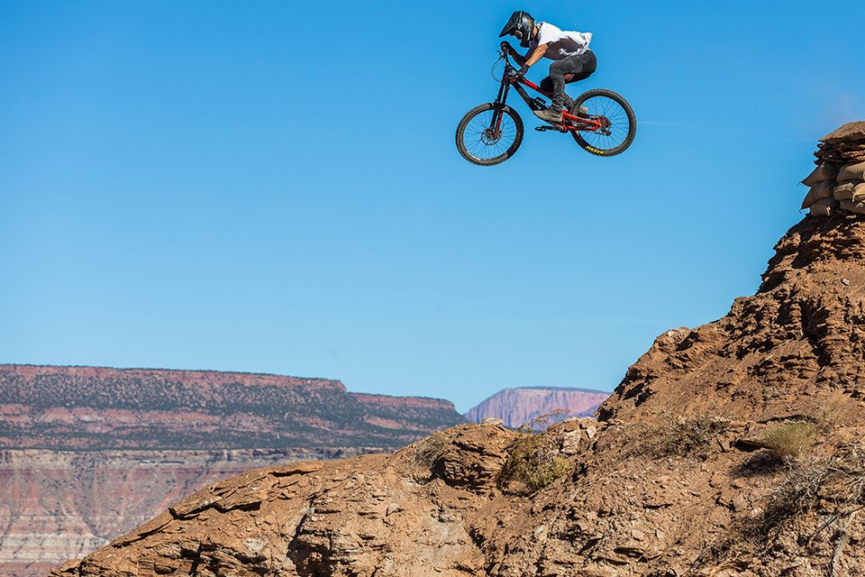 Red Bull Mountain Bike >> Watch the Most Extreme Mountain Biking at Red Bull Rampage 2017 on 10/27