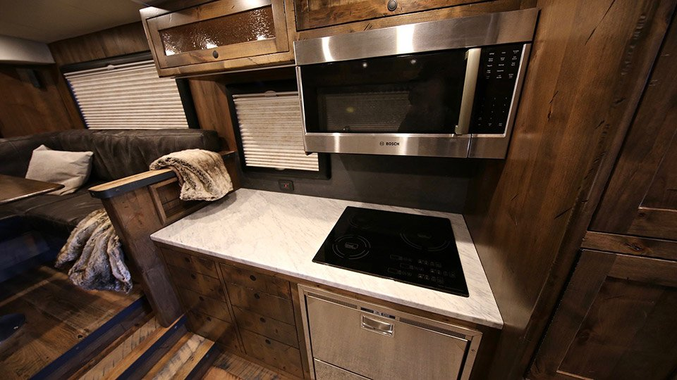 The EarthRoamer XV-HD is a Huge RV that Maximizes Space ...