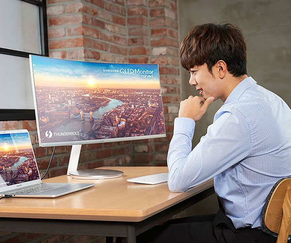 Samsung CJ791 Curved QLED Monitor