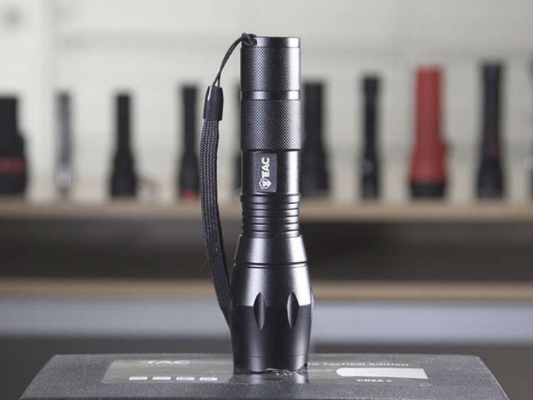 Deal: 1Tac Tactical Flashlight