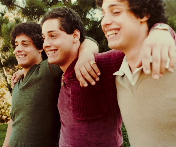 Three Identical Strangers (Trailer)