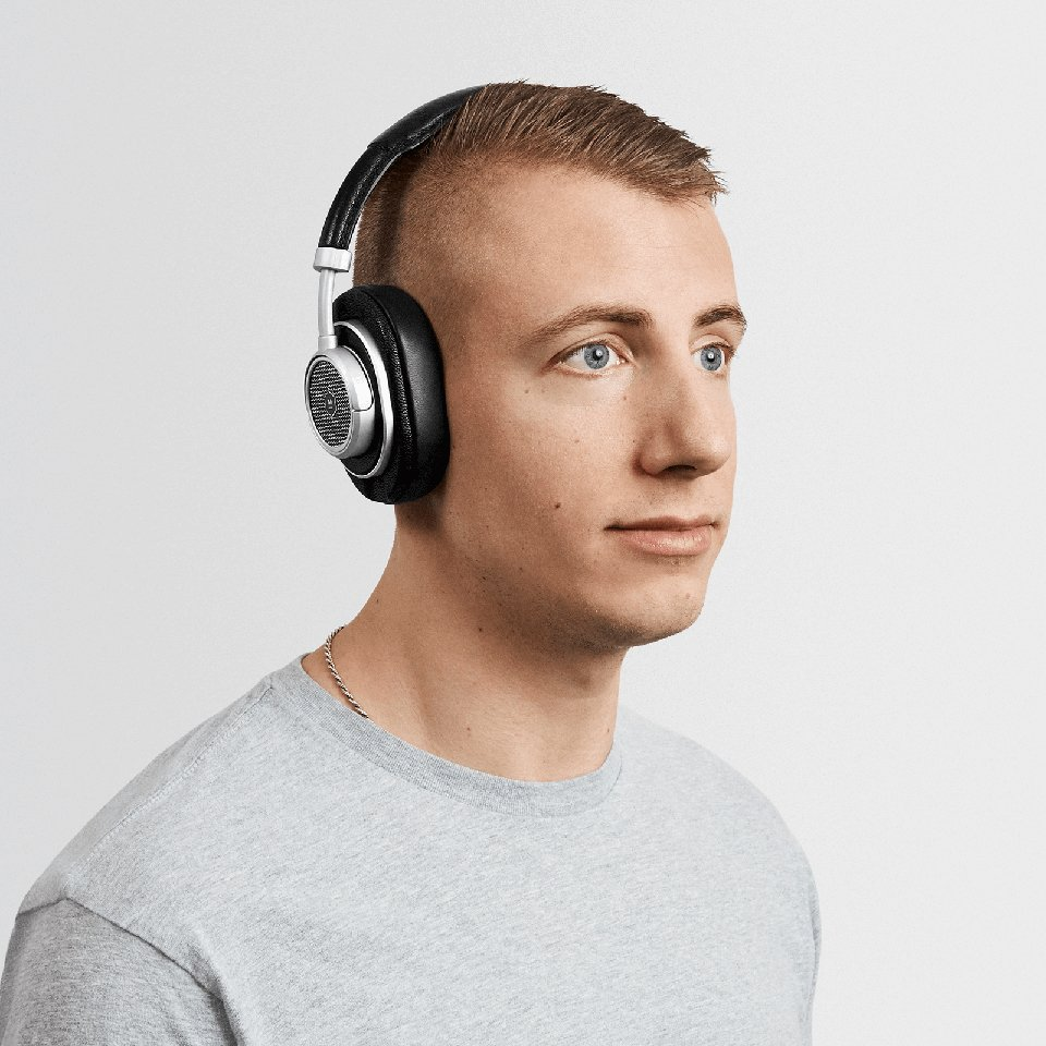 3d8e3a2c4af4e0 These Headphones Can Be Switched Between On-Ear & Over-Ear